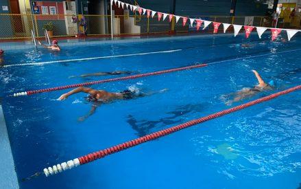 Escuelas de natación vuelven a abrir sus puertas